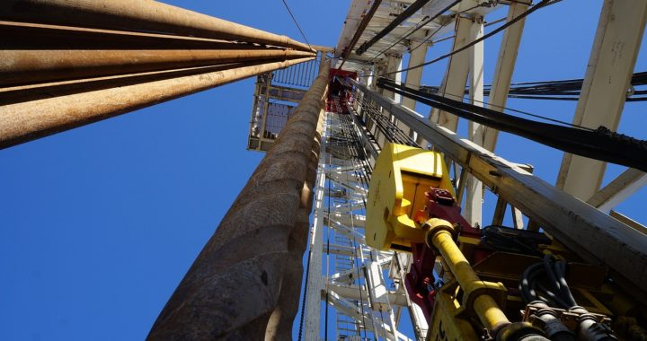 Natural Gas Oil Rig/MaxPixel.com