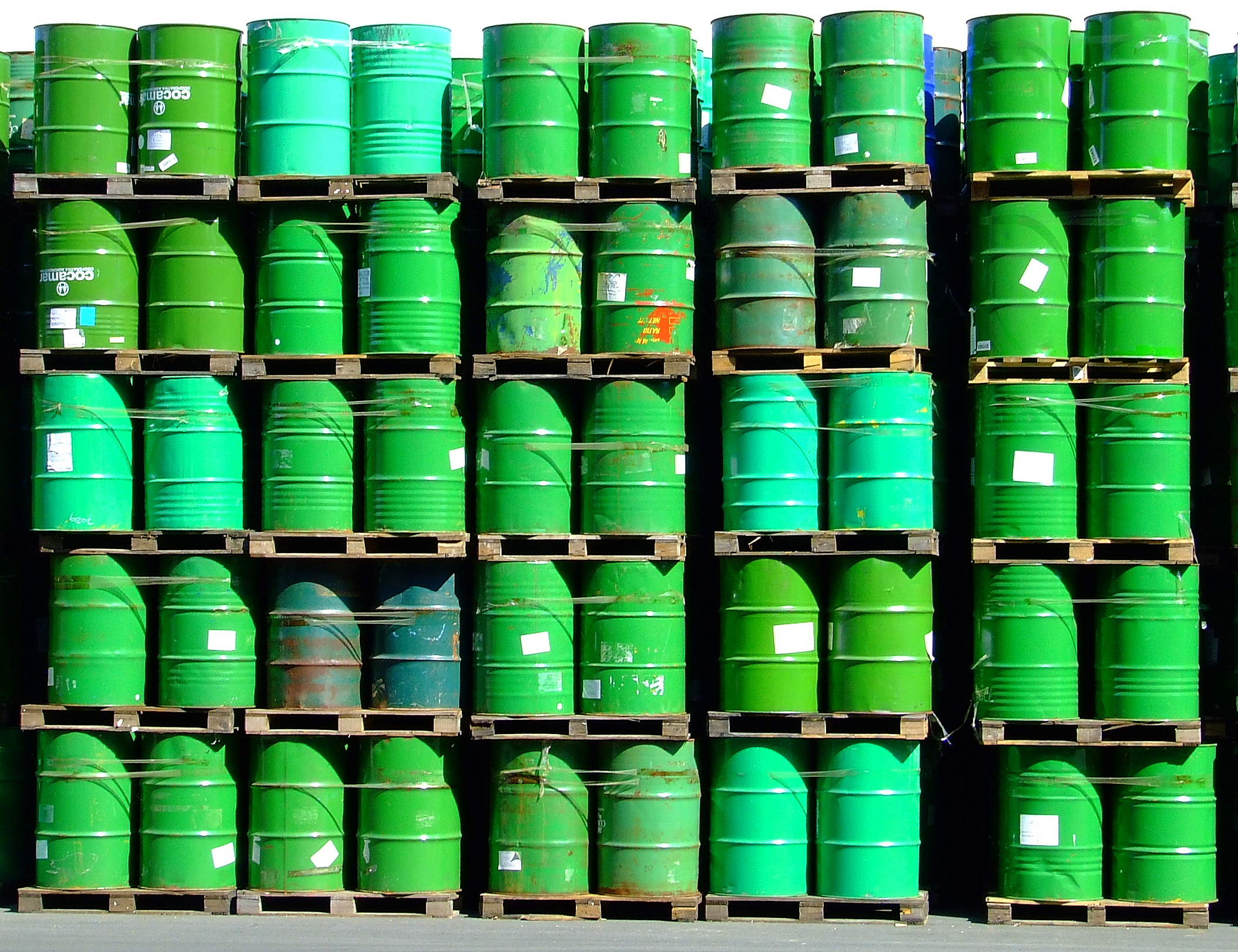 green oil, by Sergio Russo / flickr.com / CC BY-SA 2.0
