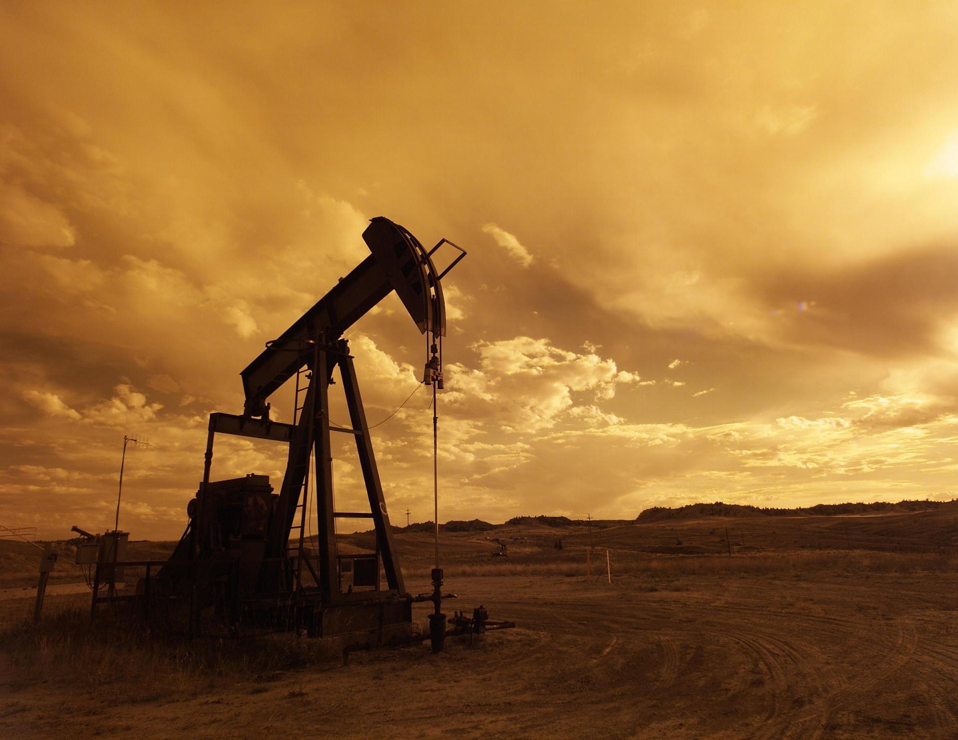 oil-pump-jack/publicdomainpictures.net